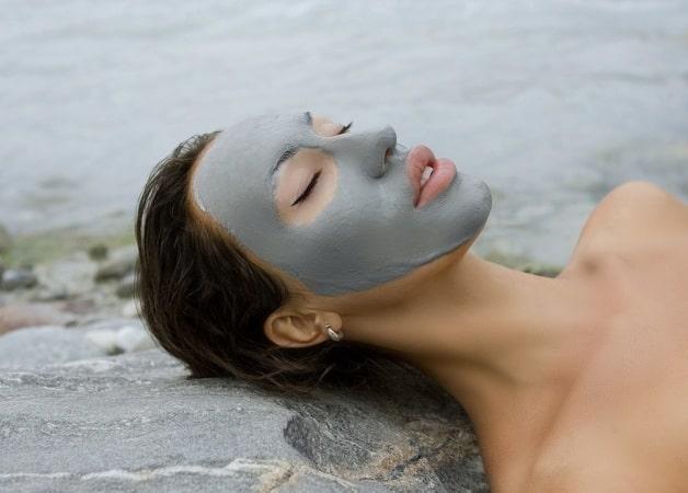 Masca cu argila, beneficii cosmetice pentru orice tip de ten