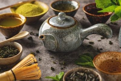 Ceai negru vs. verde, oolong si cafea